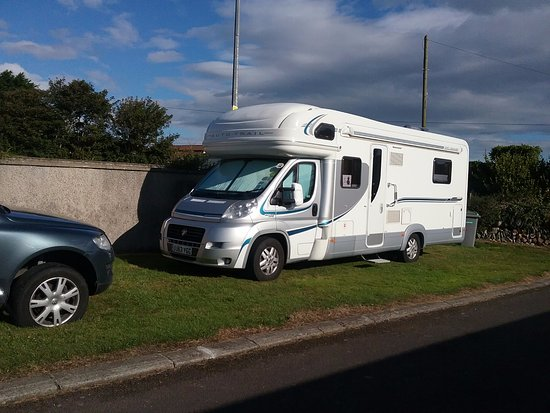 Riverstown, Irland: 4ft from next vehicle