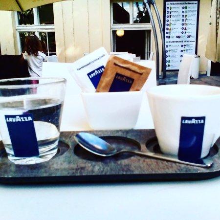 Opava, République tchèque : Летняя площадка кафе