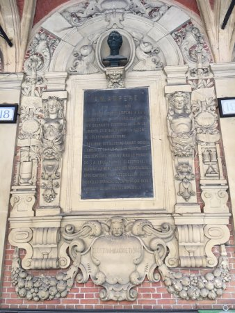 Old Stock Exchange: the inscriptions