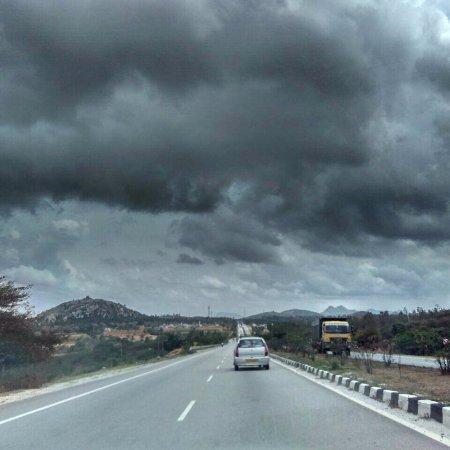 Lepakshi: Highway