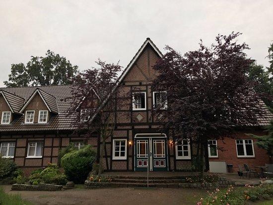 Undeloh, Alemania: The adjacent Landhaus building