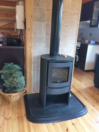 Knockvicar, Ireland: Log burning stove - bag of logs supplied