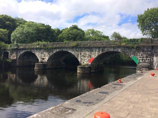 Knockvicar, أيرلندا: Nearby Knockvicar village - Boyle River