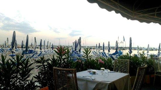 tavolo sulla spiaggia - Picture of Hotel Bagni Lido, Vada - TripAdvisor