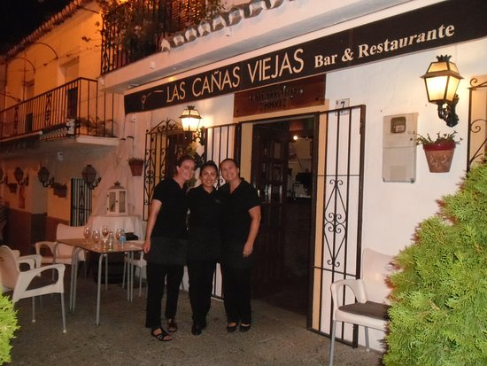 Las Canas Viejas: Hannah, Katia and Carolyne on our last visit;thanks ladies.