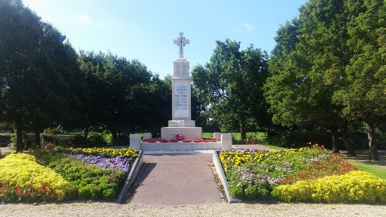 ‪Littlehampton War Memorial‬