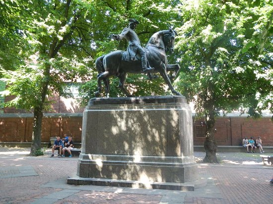 Statue of Paul Revere : 側面です