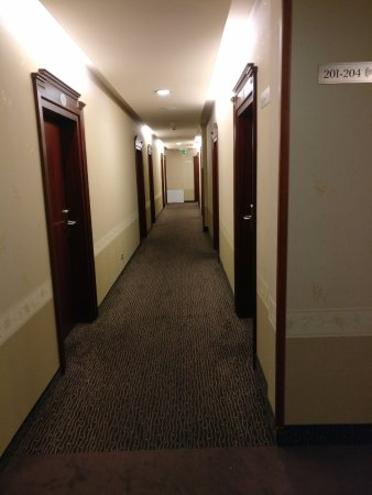 Hotel & Spa Stary Dziwnow: Von dunkel sieht man in diesem Flur nichts