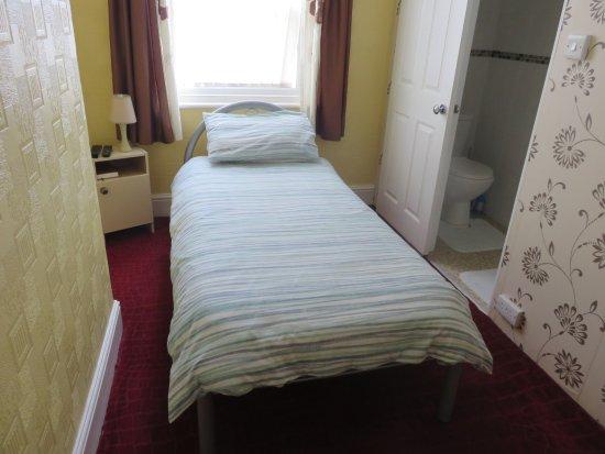 Oakwell Guest House: single room