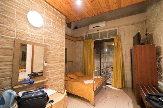 Chambre avec mezzanine et balcon au deuxième étage. - Picture of ...