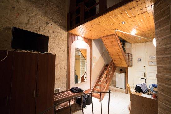 Chambre avec mezzanine et balcon au deuxième étage. - Photo de New ...