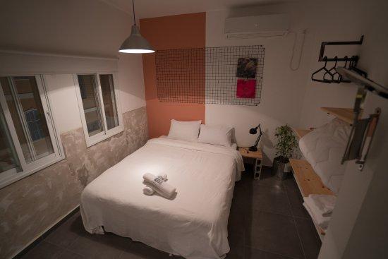 Studio Avec Lit Double Et Canapé Convertible Picture Of Renas - Canapé lit double