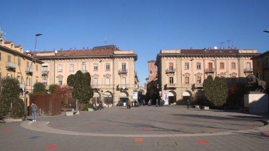 Alba, إيطاليا: Visuale della piazza