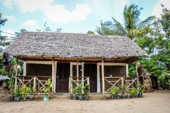 Eazy's Place: Traditional hut