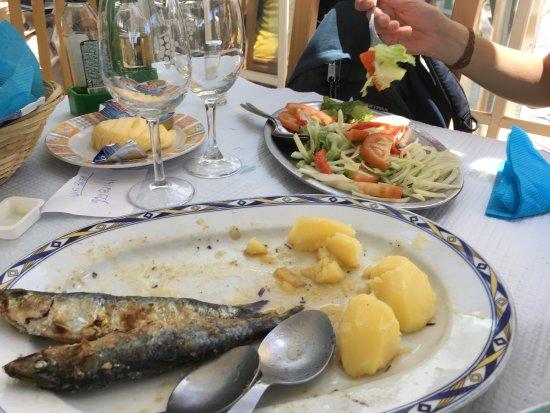 Porto Brandao, Portugal: Há muito tempo que não comia umas sardinhas tão más!!!!! E o mais é que estou perto de terra de