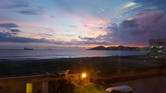 City Express Manzanillo: 20170805_204448_large.jpg