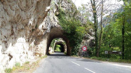 Les Vignes, France: Tunnels sur la route des gorges du Tarn