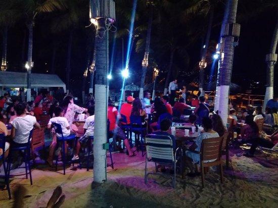 Playa Suites Acapulco: Noche de show de magia, fallas de audio en el sonido y fue lo rescatable del lugar.