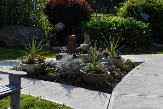 Wallkill, NY: Side landscaping