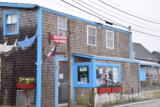 Store front picture of menemsha fish market menemsha for Fish stores in ma