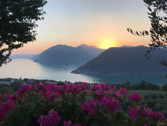 Stupenda terrazza sul lago d\'Iseo - Picture of Agriturismo A Clusino ...