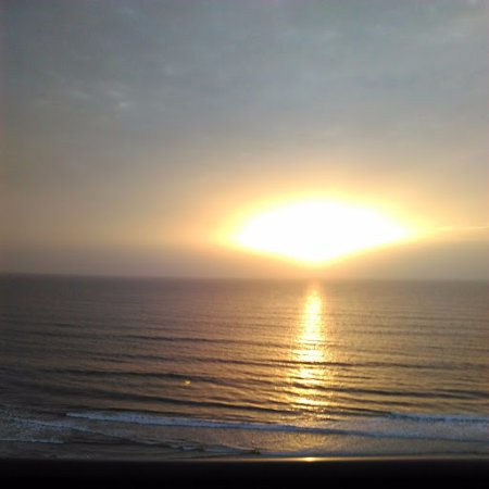 Holiday Inn Express and Suites Oceanfront: Sunrise in August 2017