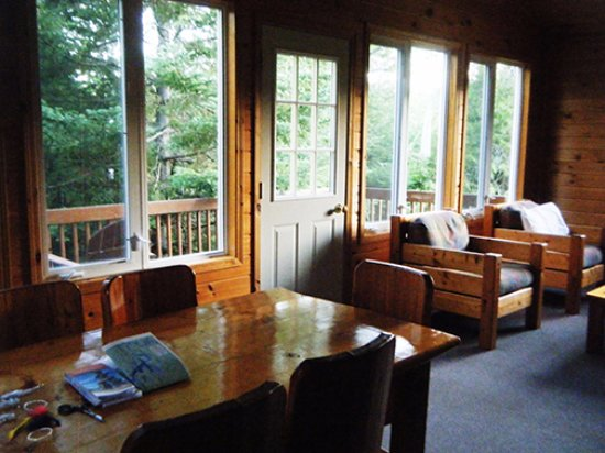 Sioux Lookout, Canada: Our cabin was light-filled, spacious, and completely comfortable for four