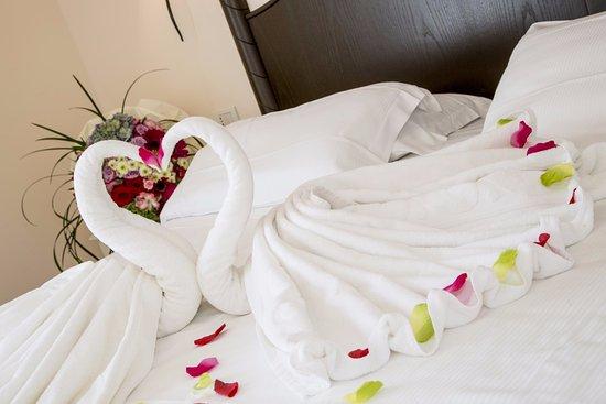 Baia del Mar Beach Boutique Hotel : Dettaglio welcome con cigni per soggiorno con anniversario.