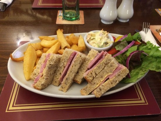 Navenby, UK: Ham Sandwiches and Chips