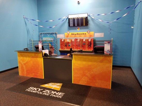 Sky Zone Trampoline Park: Desk
