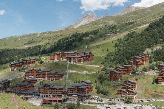 Pierre & Vacances Premium Residence Les Crets: La résidence au sommet du funiculaire