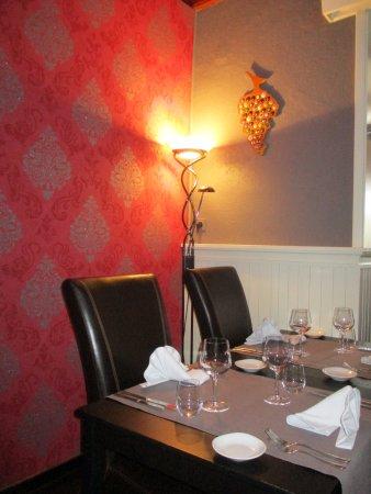 Fosses-la-Ville, Belgium: la salle intérieure du restaurant