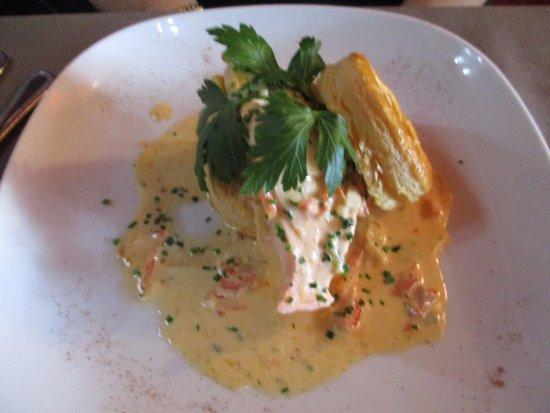 Fosses-la-Ville, Belgium: Feuilleté de saumon frais aux petits légumes et tomate confite