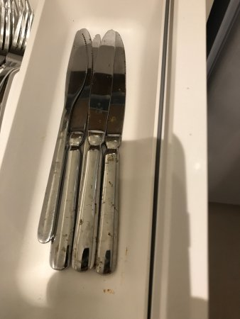 Catus, France : Just small things that could be checked or cleaned / improved before guests arrive.
