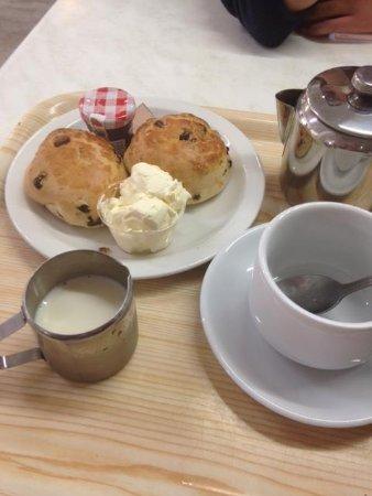 Finley's Cafe: cream tea