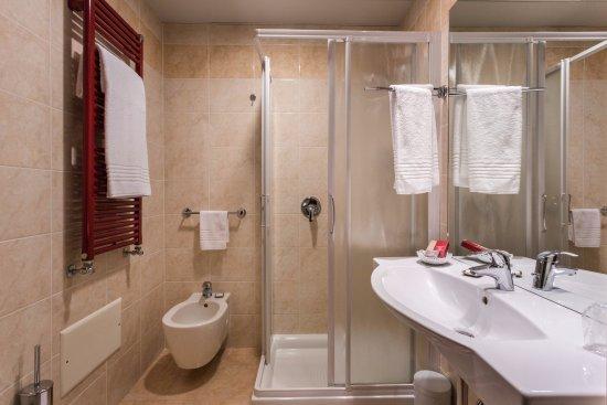 Bagno foto hotel la villa ivrea tripadvisor - Bagno la villa pinarella ...