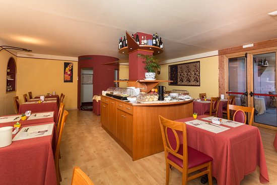 Hotel La Villa: Sala colazioni e ristorante