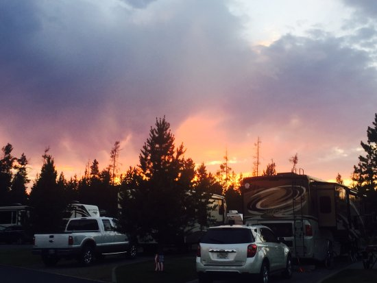 Yellowstone Grizzly RV Park: Sunset from the RV park