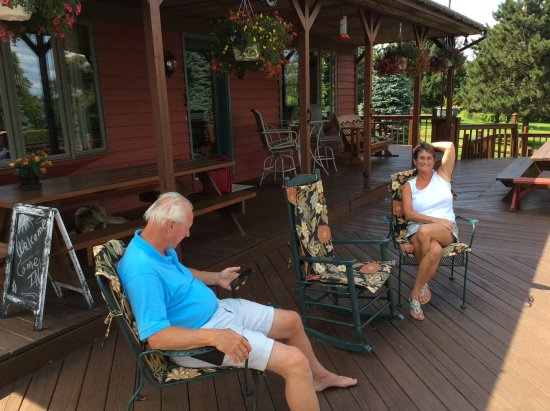 Peaceful Pines: The very friendly hosts on the front porch