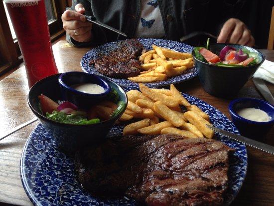 Newton-Le-Willows, UK: The Nine Arches, steak night.