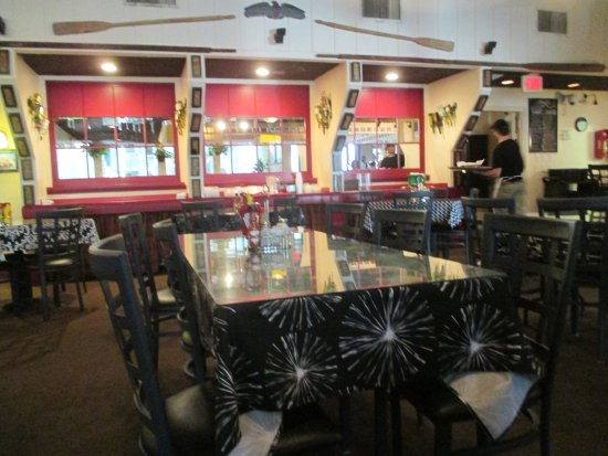 Driftwood Bistro: Interior - right at 5pm
