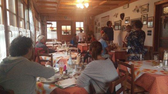 Comelico Superiore, Italy: Ottimi piatti e sala...ristorante Tobolo