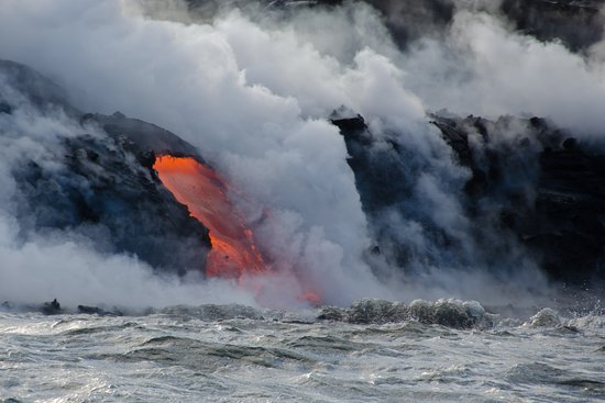 Pahoa, Hawái: You really know the power of nature where you're this close to molten lava meeting the ocean!