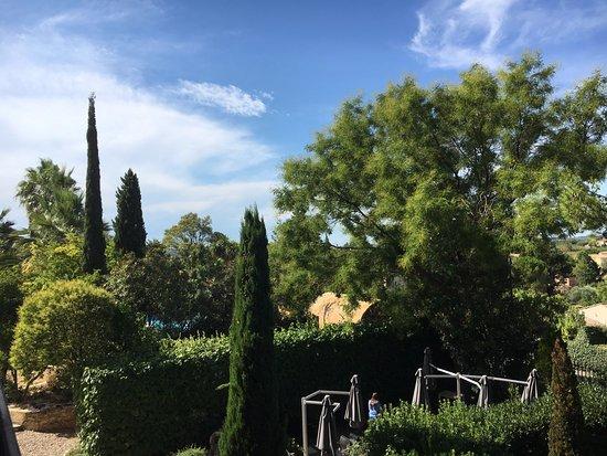 Nezignan l'Eveque, Fransa: Vue du balcon de la chambre 104