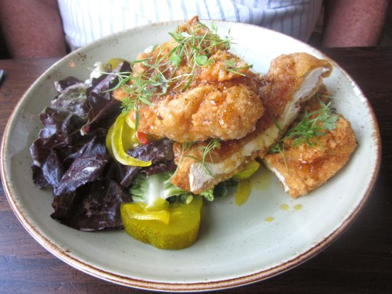 Yardley, PA: Griggstown Fried Chicken w/ Salad & Pickles