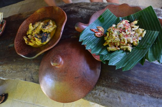 Lobong Culinary Experience: Shredded Chicken Salad and Grilled Balinese chicken