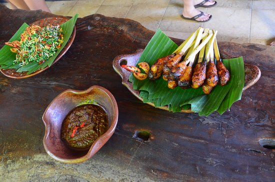 Lobong Culinary Experience: Chicken Satay and dipping sauce