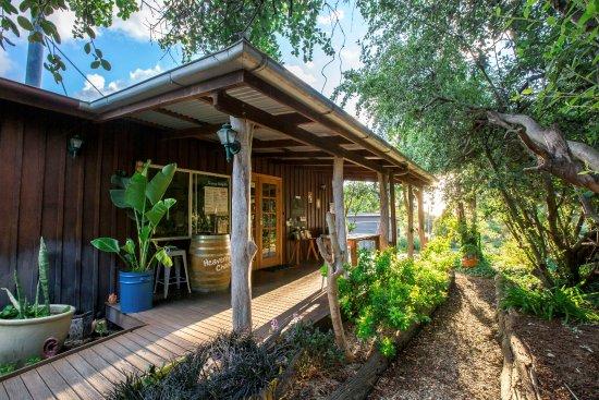 Wyberba, Australia: Wisteria Cottage & Heavenly Chocolate Reception