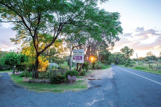 Wyberba, Australia: Wisteria Cottage & Heavenly Chocolate Entrance