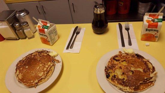 Johny's Luncheonette : pancakes pépites de chocolat et pancakes bananes